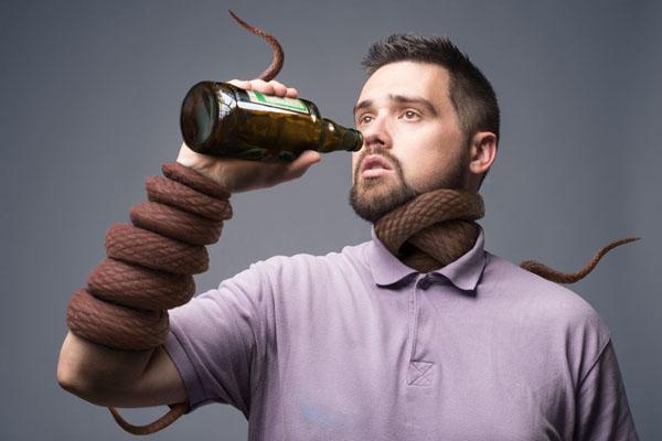 青壯年男性成人酗酒會呈現收縮壓及膽固醇上升之現象